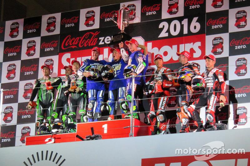 Podio: i vincitori #21 Yamaha Factory Racing Team: Katsuyuki Nakasuga, Pol Espargaro, Alex Lowes, al secondo posto #87 Team Green: Akira Yanagawa, Kazuki Watanabe, Leon Haslam, al terzo posto #12 Yoshimura Suzuki: Takuya Tsuda, Joshua Brookes