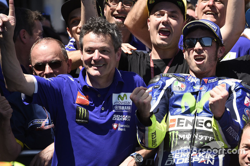 Winner Valentino Rossi, Yamaha Factory Racing celebrates with the team