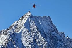 Rettungshubschrauber in den Bergen