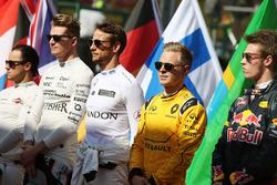 Kevin Magnussen, Renault Sport F1 Team as the grid observes the national anthem