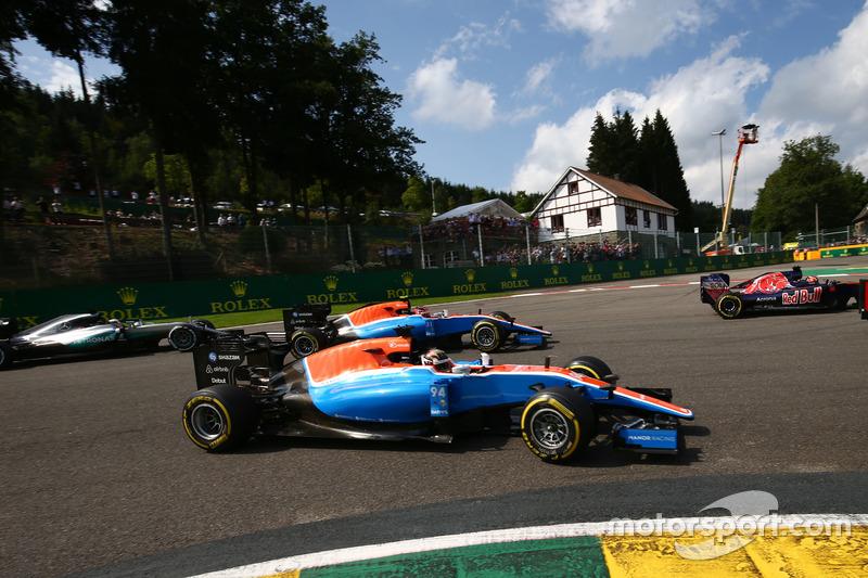 Pascal Wehrlein, Manor Racing MRT05 ed Esteban Ocon, Manor Racing MRT05 alla partenza della gara