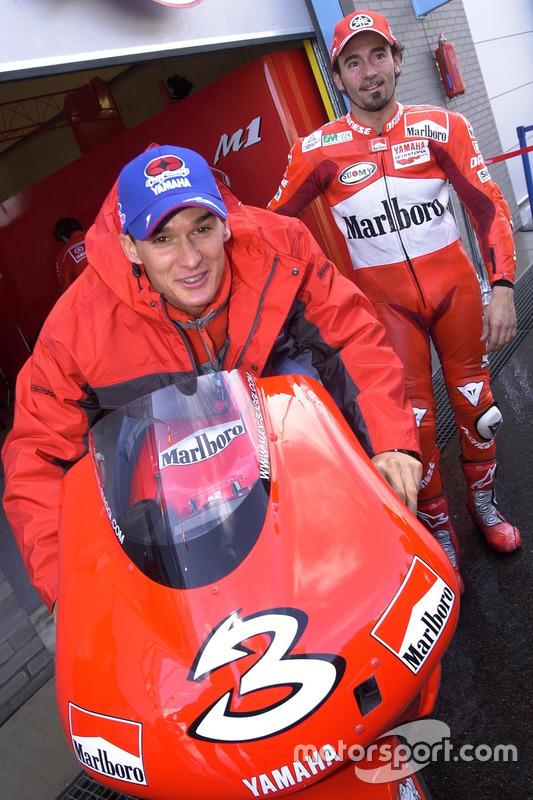 Le pilote de motocross Stefan Everts avec Max Biaggi, Yamaha Team