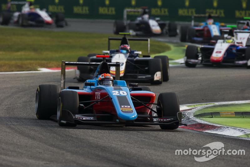 Arjun Maini, Jenzer Motorsport leads Steijn Schothorst, Campos Racing