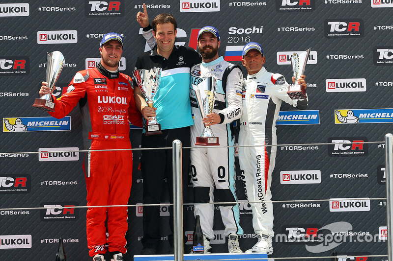 Podium: Sieger Stefano Comini, Leopard Racing, Volkswagen Golf GTI TCR; 2. Pepe Oriola, Team Craft-Bamboo, SEAT León TCR; 3. Gianni Morbidelli, West Coast Racing, Honda Civic TCR