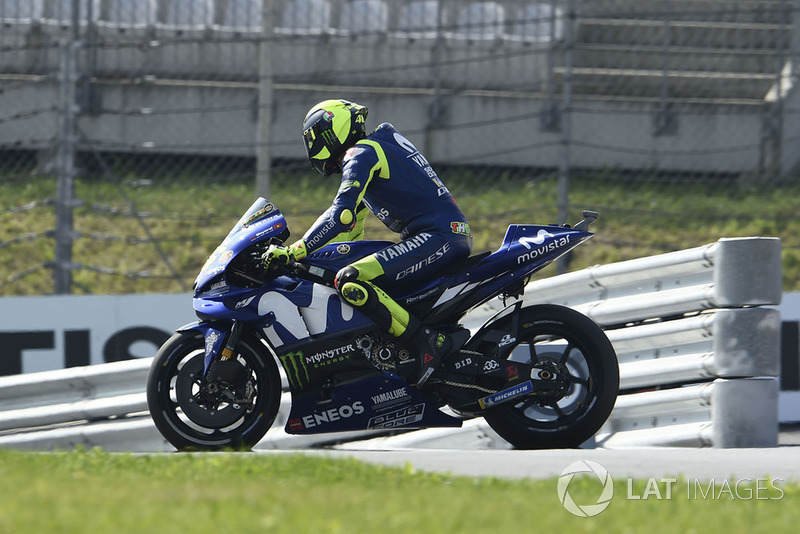 Valentino Rossi, Yamaha Factory Racing, broken down and heading the wrong way down pit lane