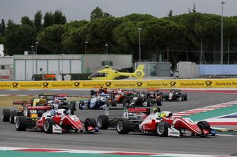 Start of the race, Mick Schumacher, PREMA Theodore Racing Dallara F317 - Mercedes-Benz, Ralf Aron, PREMA Theodore Racing Dallara F317 - Mercedes-Benz