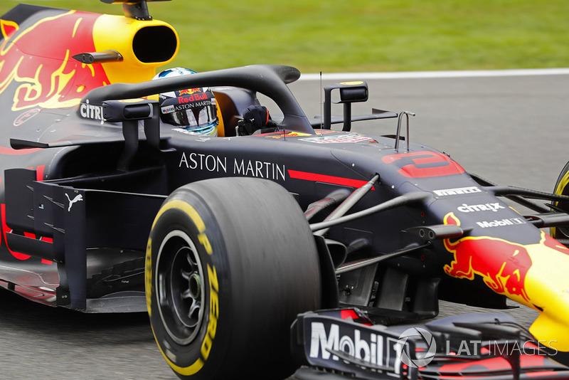 Daniel Ricciardo bem que tentou se recuperar depois do acidente da largada, mas abandonou