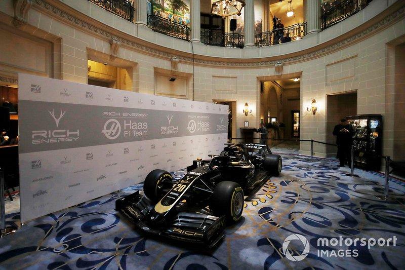 Haas F1 Team VF-18 у лівреї 2019 року