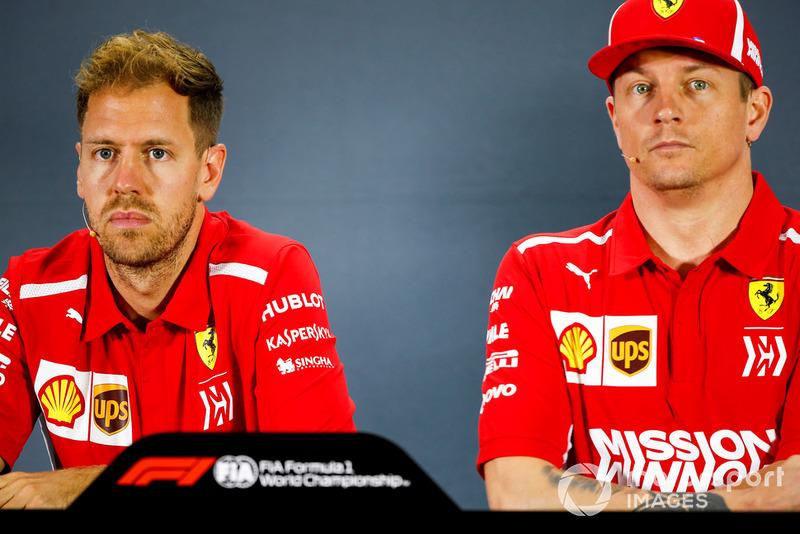 Sebastian Vettel, Ferrari, e Kimi Raikkonen, Ferrari, durante la conferenza stampa