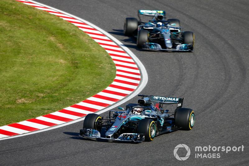 Lewis Hamilton, Mercedes AMG F1 W09, devance Valtteri Bottas, Mercedes AMG F1 W09