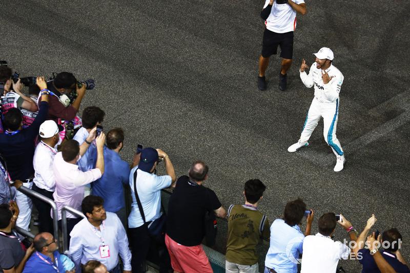 Lewis Hamilton, Mercedes AMG F1 W09 EQ Power+, festeggia dopo aver vinto la gara