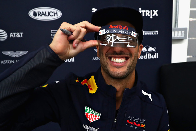 Daniel Ricciardo, Red Bull Racing signs autographs