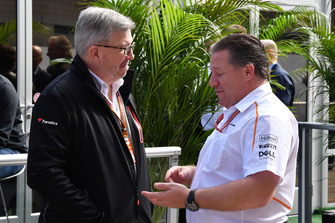 Ross Brawn, directeur technique de la F1 et Zak Brown, PDG de McLaren Racing