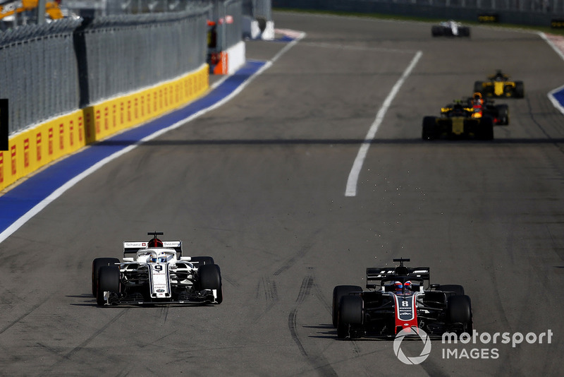 Marcus Ericsson, Sauber C37 and Romain Grosjean, Haas F1 Team VF-18 battle
