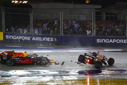 Fernando Alonso, McLaren MCL32, Max Verstappen, Red Bull Racing RB13 e Kimi Raikkonen, Ferrari SF70H