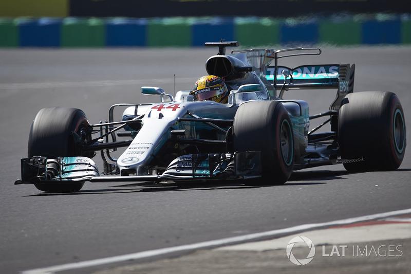 Льюис Хэмилтон сказал все, что наболело после восстановления радиосвязи в Mercedes