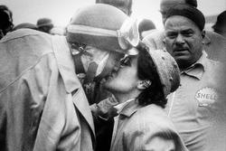 Победитель Хуан-Мануэль Фанхио и его жена