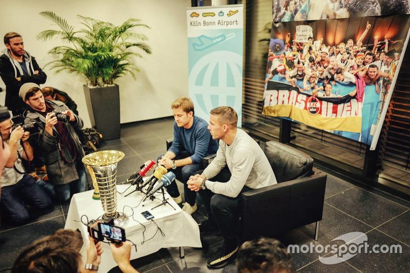 Conferencia de prensa con Nico Rosberg y Lukas Podolski
