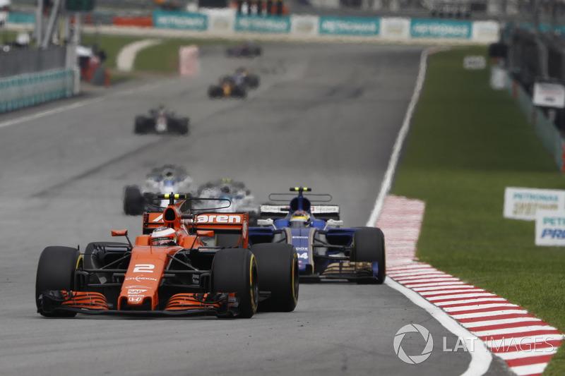 Стоффель Вандорн, McLaren MCL32, Паскаль Верляйн, Sauber C36