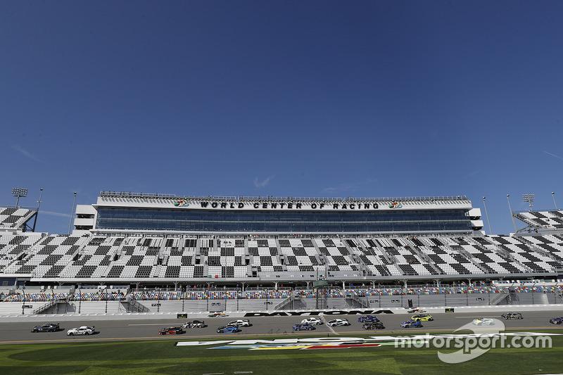 Inicio: #15 Multimatic Motorsports Ford Shelby GT350R-C: Scott Maxwell, Jade Buford líder