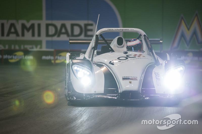 Jenson Button maneja el Radical SR3 RSX