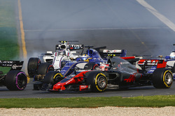 Kevin Magnussen, Haas F1 Team VF-17, Marcus Ericsson, Sauber C36, and Lance Stroll, Williams FW40, chase the pack at the start