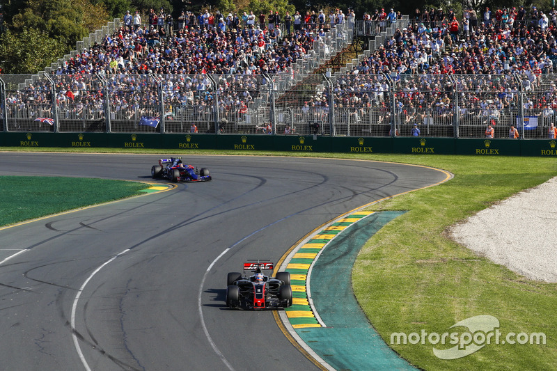 Romain Grosjean, Haas F1 Team VF-17 y Daniil Kvyat, Scuderia Toro Rosso STR12