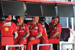 Jock Clear, Chief Engineer Ferrari sul muretto box Ferrari