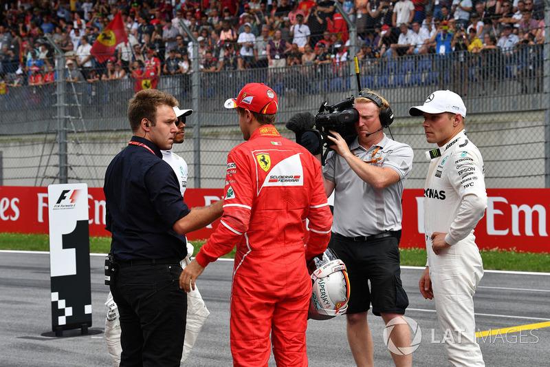 Давіде Вальсеккі, Sky Italia, володар поул-позиції Валттері Боттас, Mercedes AMG F1, друге місце Себастьян Феттель, Ferrari, третє місце Льюїс Хемілтон, Mercedes AMG F1