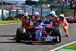 Race retiree Carlos Sainz Jr., Scuderia Toro Rosso STR12 is pushed by Marshals