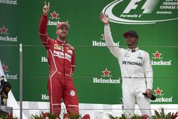 Podio: Sebastian Vettel, Ferrari,y Lewis Hamilton, Mercedes AMG
