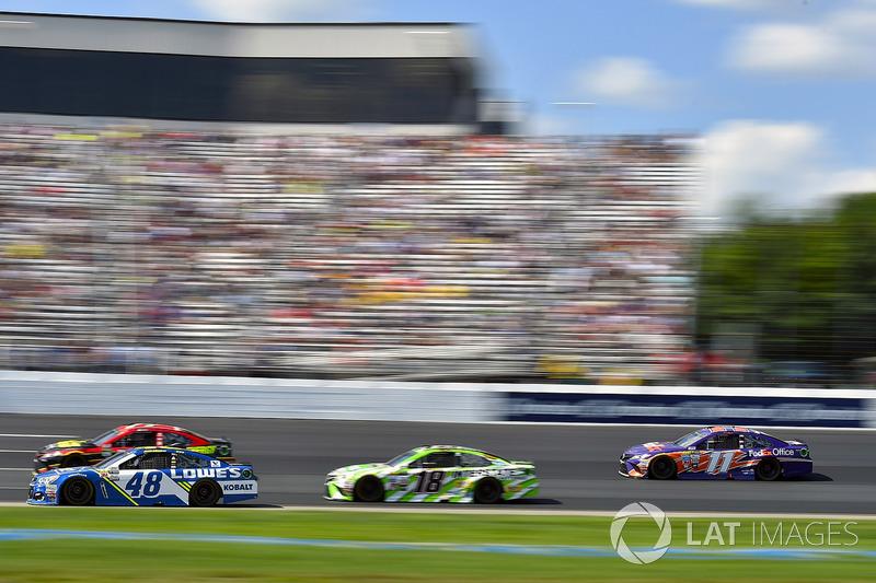 Jimmie Johnson, Hendrick Motorsports Chevrolet, Denny Hamlin, Joe Gibbs Racing Toyota