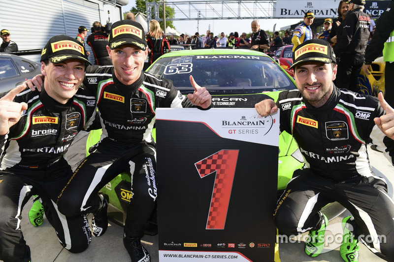 I vincitori della gara #63 GRT Grasser Racing Team, Lamborghini Huracan GT3: Mirko Bortolotti, Christian Engelhart, Andrea Caldarelli