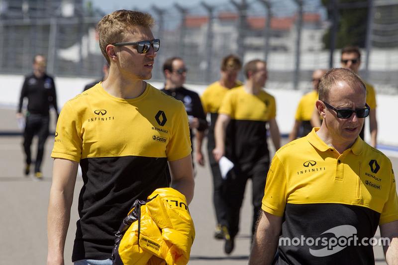 Sergey Sirotkin, Renault Sport F1 Team Test Driver walks the track