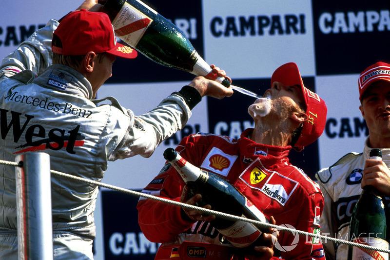 Em 2000, Schumacher igualou as vitórias de Ayrton Senna (41) e não segurou as lágrimas na entrevista coletiva.