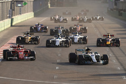 Рестарт: Льюис Хэмилтон, Mercedes AMG F1 W08, Себастьян Феттель, Ferrari SF70H, Лэнс Стролл, Williams FW40, Даниэль Риккардо, Red Bull Racing RB13, Нико Хюлькенберг, Renault Sport F1 Team RS17, Фелипе Масса, Williams FW40, Кевин Магнуссен, Haas F1 Team VF-