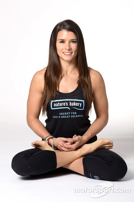 Danica Patrick, Stewart-Haas Racing tijdens een yoga-evenement