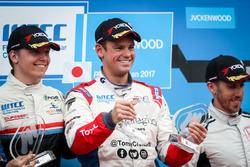 Podium: Race winner Tom Chilton, Sébastien Loeb Racing, Citroën C-Elysée WTCC, second place Yann Ehr