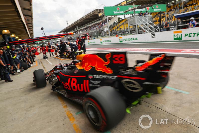 Max Verstappen, Red Bull Racing RB13 pit stop antrenmanı