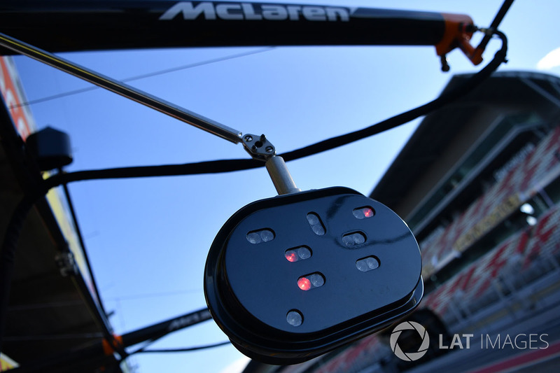 McLaren pit stop lights