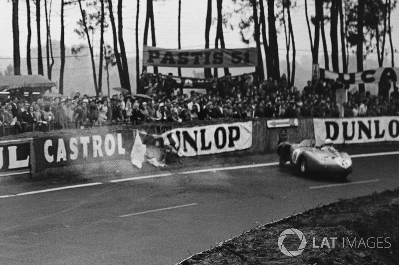 1956 год. Авария экипажа Альфонсо де Портаго и Данкана Хэмилтона, Ferrari 625 LM