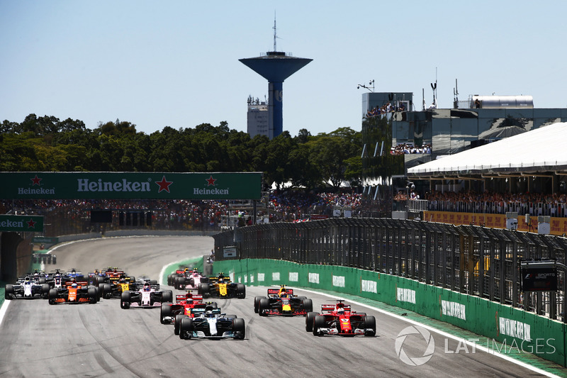 Valtteri Bottas, Mercedes AMG F1 W08, Sebastian Vettel, Ferrari SF70H, Kimi Raikkonen, Ferrari SF70H, Max Verstappen, Red Bull Racing RB13, Sergio Perez, Sahara Force India F1 VJM10, en la arrancada