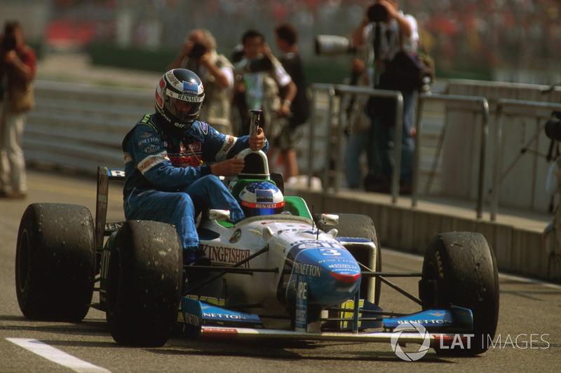 Hockenheim 1996: Gerhard Berger (Benetton) menumpang Jean Alesi (Benetton)
