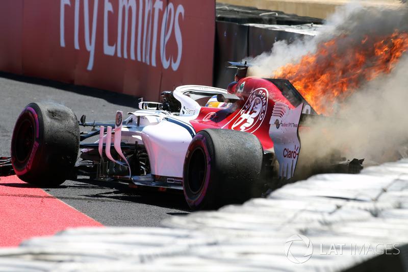 Авария и пожар: Маркус Эрикссон, Alfa Romeo Sauber C37
