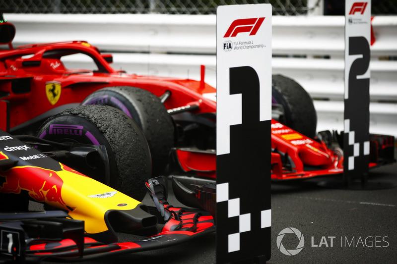 Daniel Ricciardo Red Bull Racing RB14 ve Sebastian Vettel Ferrari SF71H