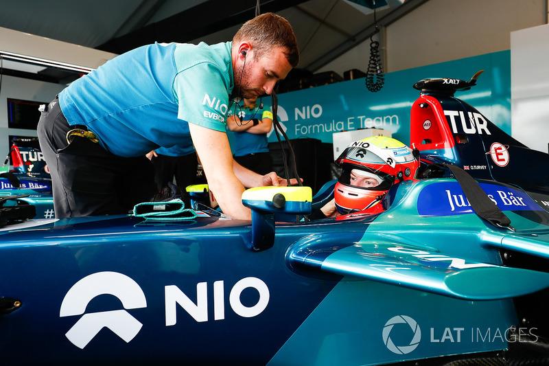 Oliver Turvey, NIO Formula E Team, gets into his car