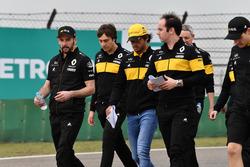 Carlos Sainz jr, Renault Sport F1 Team walks the track