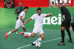 Fernando Alonso, McLaren plays football