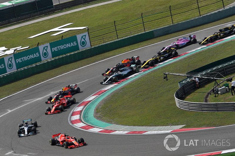 Sebastian Vettel, Ferrari SF71H mène au départ de la course