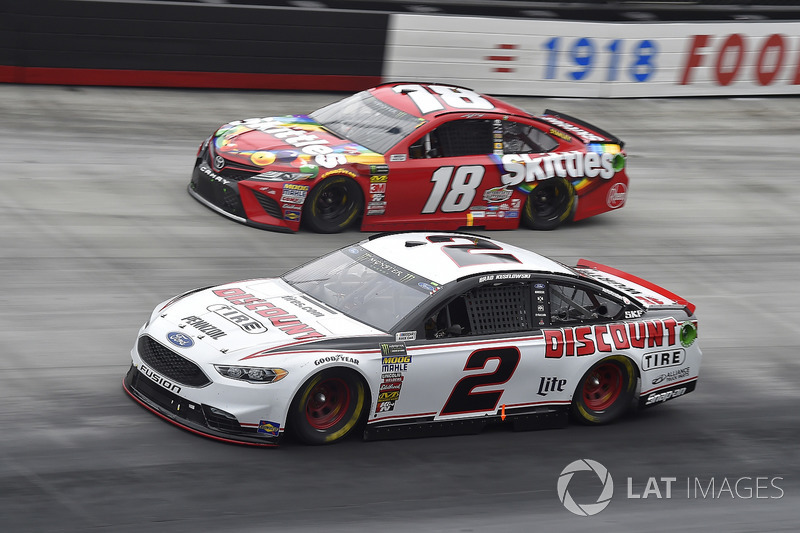 Brad Keselowski, Team Penske, Ford Fusion Discount Tire, Kyle Busch, Joe Gibbs Racing, Toyota Camry Skittles